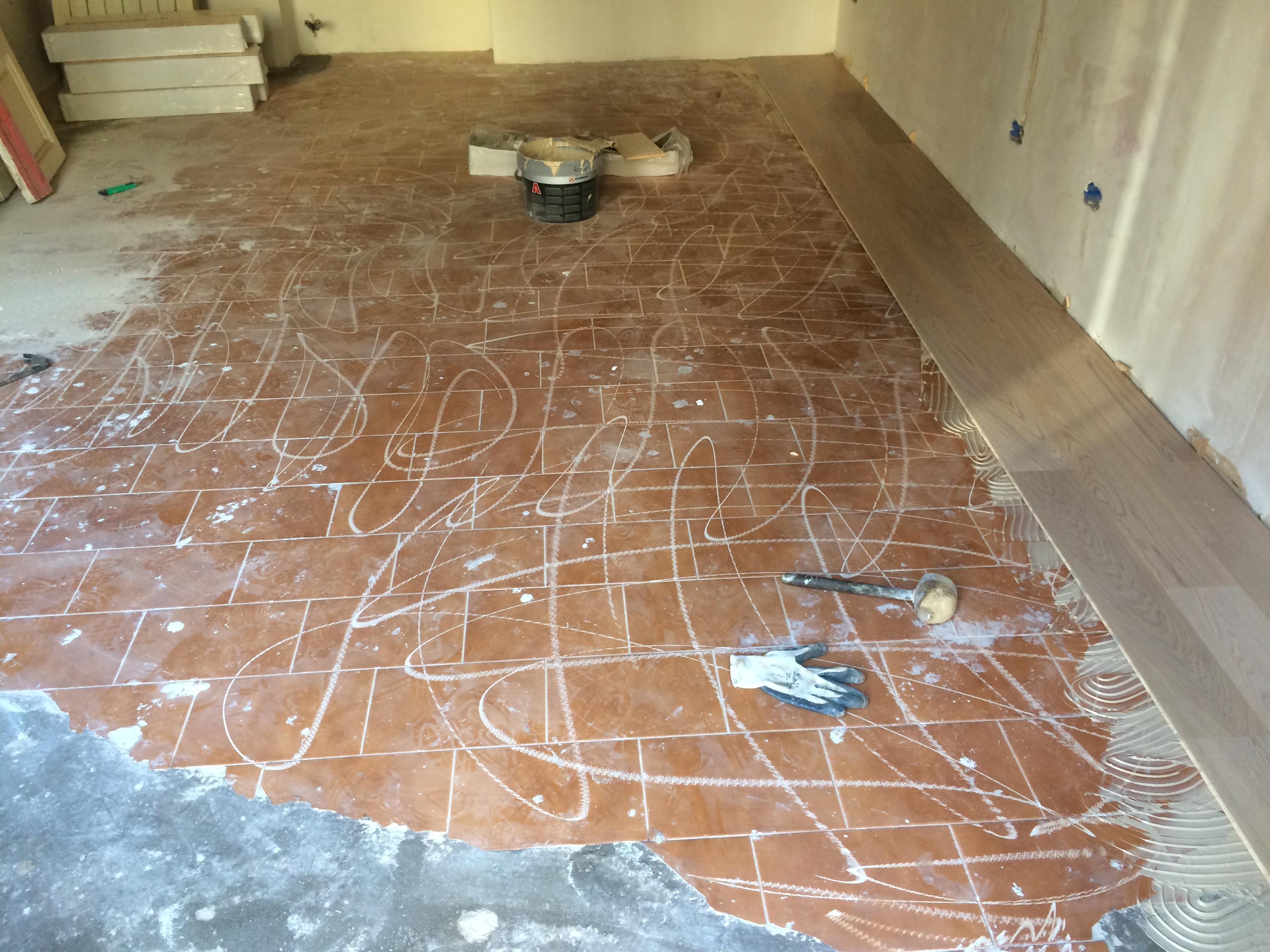 Parquet flottante su pavimento esistente idee creative e - Costo posa piastrelle su pavimento esistente ...