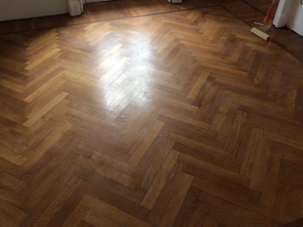 Lucidatura parquet lucidare pavimenti legno milano for Verniciare parquet senza levigare