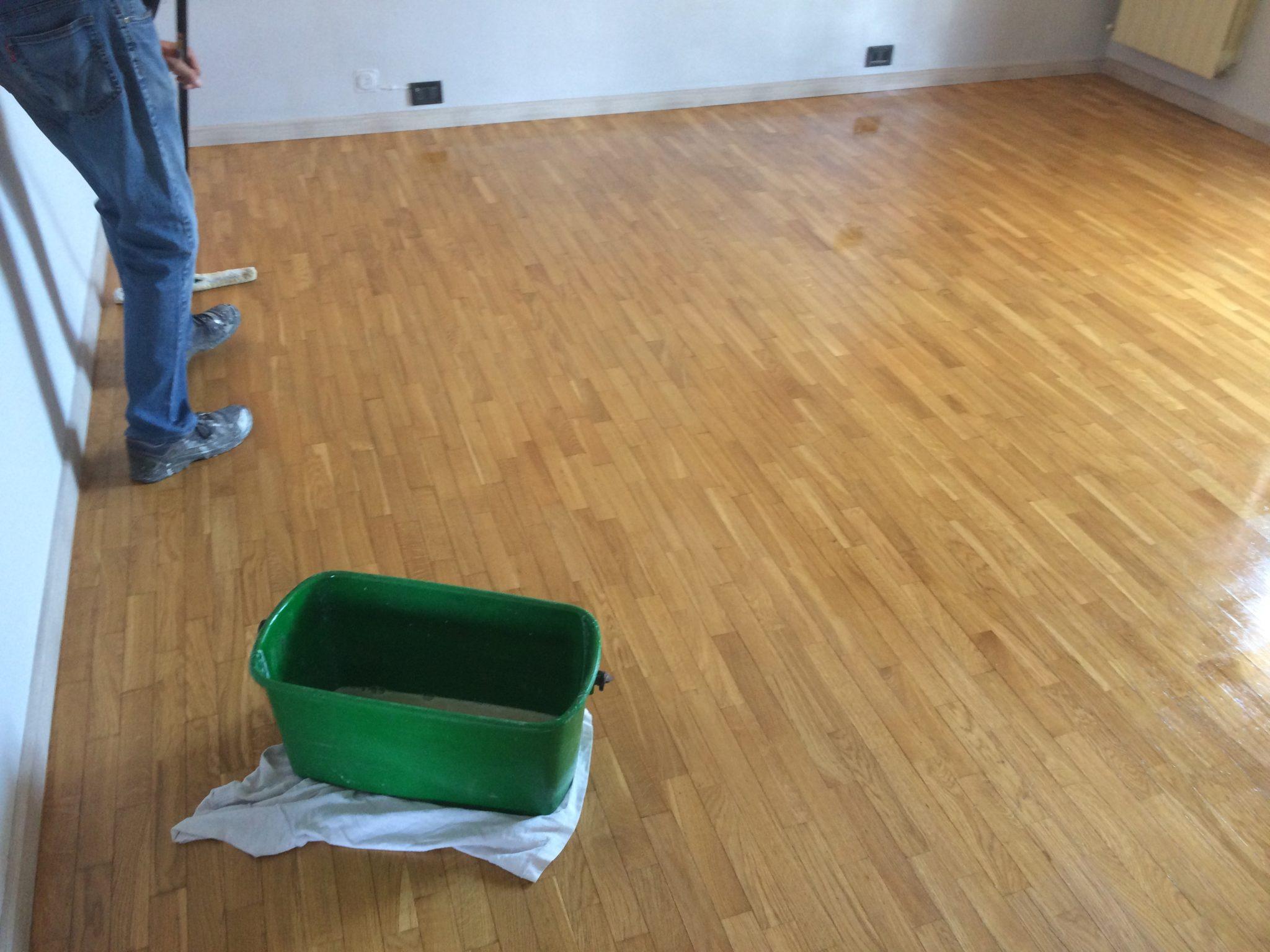 Lucidatura pavimenti in legno parquet senza levigare for Verniciare parquet senza levigare